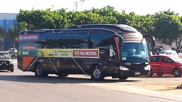 ônibus Seleção Brasileira (Foto: Marcelo Baltar)