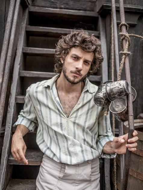 "Chay Suede como Joaquim de ""Novo mundo"" (Foto: Globo / Raquel Cunha)"
