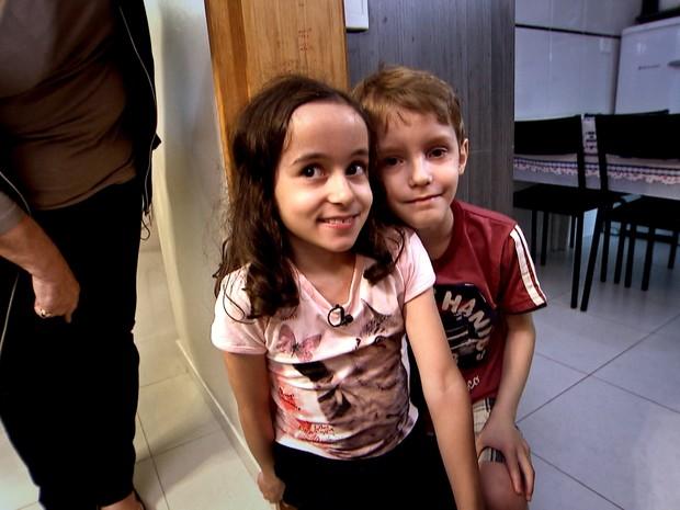 Theo e Laura tiveram ajuda do hormônio do crescimento quando ainda eram prematuros  (Foto: TV Globo)