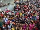 Mesmo com chuva, foliões animam desfile do bloco 'A Banda' em Macapá