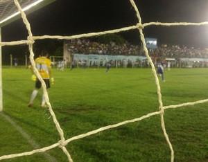 Tocantins x Araguaína no estádio Castanheirão (Foto: Bernardo Gravito/GLOBOESPORTE.COM)