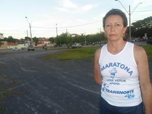A maratonista montes clarense Luci bate recorde em solidariedade. (Foto: Cida Santana)