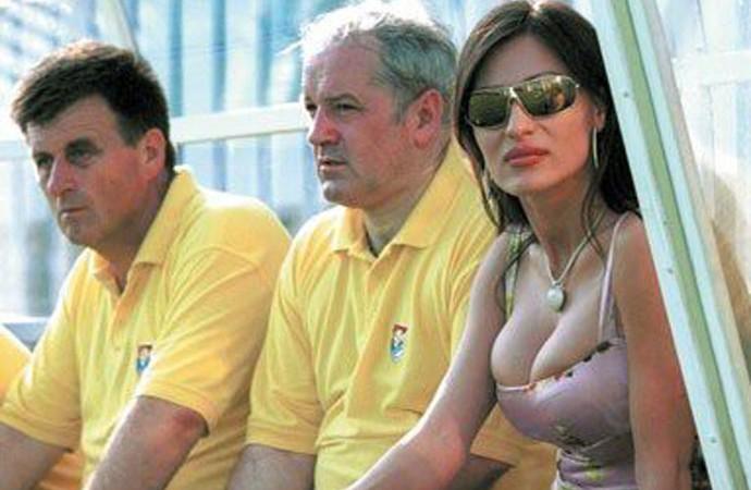 Arkan Obilic general de guerra e dono de clube Obilic com a esposa (Foto: Divulgação / Facebook Oficial)