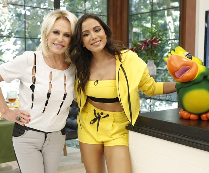 Ana Maria posa com Anitta e com o Louro José (Foto: Fábio Rocha / Gshow)