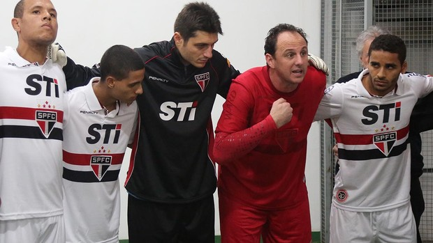 Rogério Ceni e jogadores do São Paulo (Foto: Rubens Chiri / saopaulofc.net)