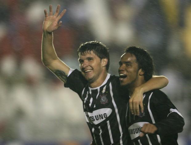 Gustavo Nery pelo Corinthians (Foto: Agência Lance)