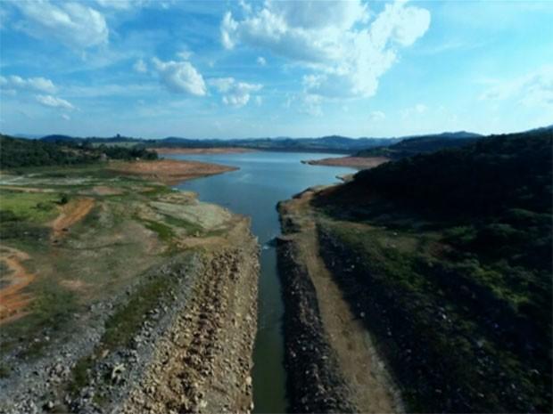 Reservatórios do Sistema Cantareira tiveram queda no nível por causa de crise hídrica (Foto: Reprodução TV Globo)