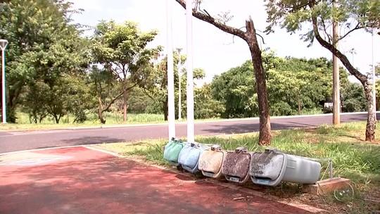 Lixeiras de pista de caminhada em Rio Preto são destruídas por vândalos
