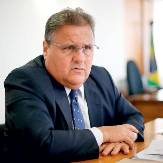 O ministro Geddel Vieira Lima em seu gabinete (Foto: Pedro Ladeira/Folhapress)