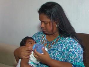 Menino nasceu com microcefalia em Feira de Santana (Foto: Reprodução/TV Subaé)