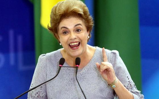 Presidente Dilma Rousseff participa de Encontro com Juristas pela Legalidade e em Defesa da Democracia no Palácio do Planalto (Foto: André Coelho/Agência O Globo)