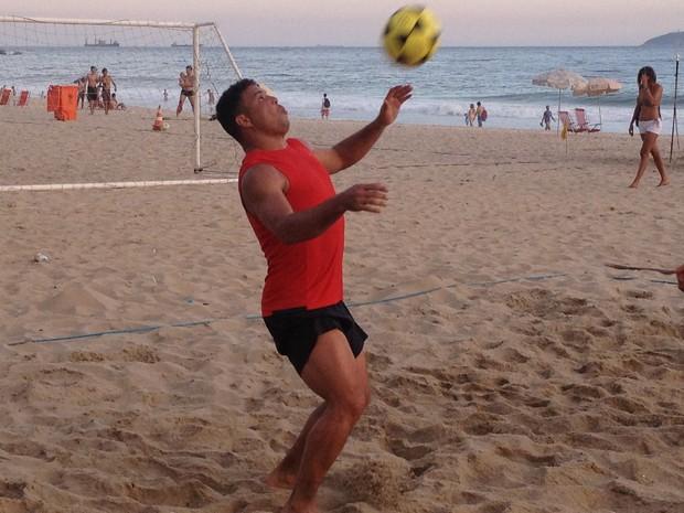Ronaldo Fenômeno treina futevôlei com seleção brasileira 4x4 (Foto: Divugação / Renato Adnet)
