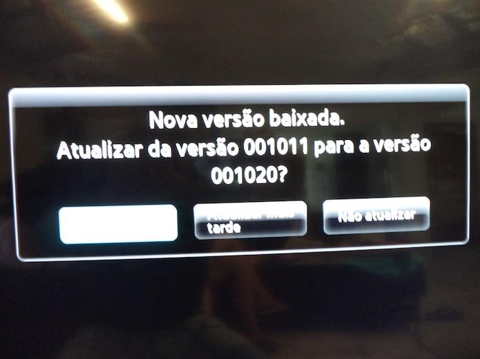 Instalando a atualização do software smart TV (Foto: Reprodução/Marvin Costa)