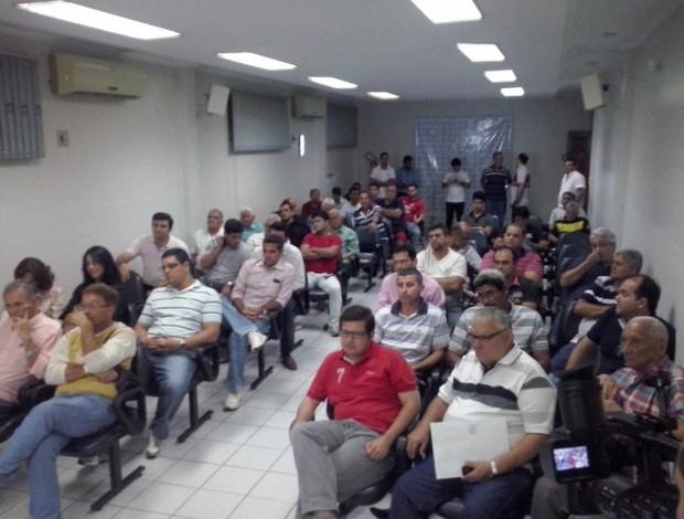 Eleição para eleger nova diretoria do Rio Branco reuniu sócios na Acisa (Foto: Duaine Rodrigues)