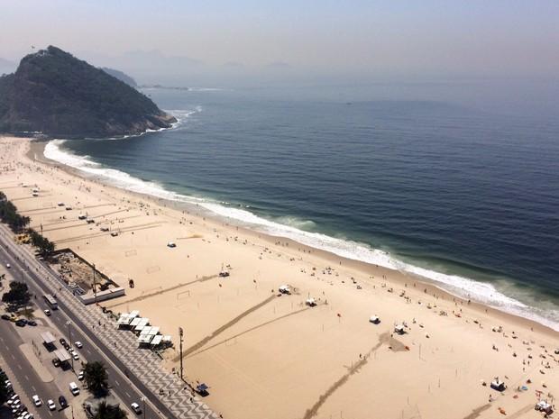 Praia do Leme por volta das 10h desta sexta-feira (16) (Foto: Gabriel Barreira/G1)