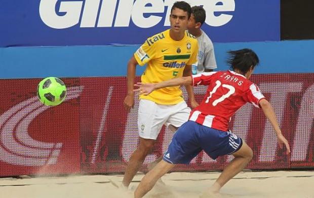 Bruno Malias futebol de areia Brasil Paraguai (Foto: Divulgação)