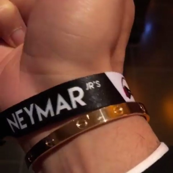 Detalhe da pulseirinha personalizada do aniversário de Neymar  (Foto: Instagram/Reprodução)