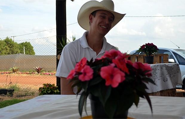 O florista Jean Korsten Ferreira durante entrevista (Foto: Luciano Calafiori/G1)