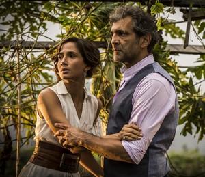 Isabel vê aproximação entre o pai e Tereza, mas foge correndo (Foto:  Inácio Moraes/Gshow)