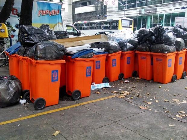 G1 flagrou lixo acumulado na Rua Voluntários da Pátria, em Botafogo (Foto: Cristina Boeckel/ G1)