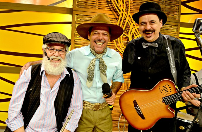 Texo Cabral, Neto Fagundes e Pirisca Grecco juntos, no Galpão Crioulo.  (Foto: Nice Sordi/RBS TV)