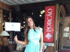 Nicole Bahls usa vestido 'antiflagra'