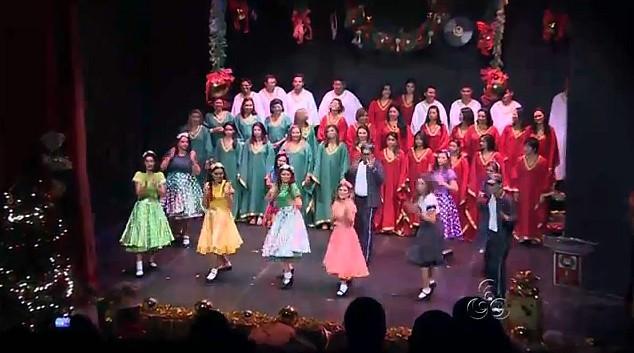 Coral da Rede Amazônica faz apresentação especial de Natal (Foto: Amazônia TV)