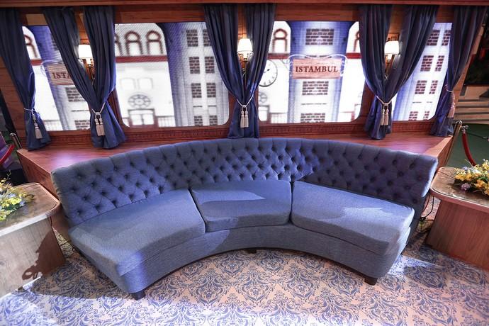 Claro que não podia faltar um sofá para os brothers fofocarem bastante (Foto: Raphael Dias/Gshow)