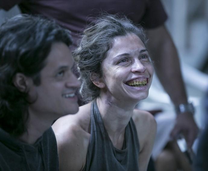 Grazi Massafera fica irreconhecível na pele de Larissa (Foto: Inácio Moraes/ Gshow)