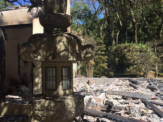 Incêndio destrói um dos principais atrativos do Recanto Japonês, em Poços de Caldas (MG). (Foto: Thiago Augusto Masaki Luiz)