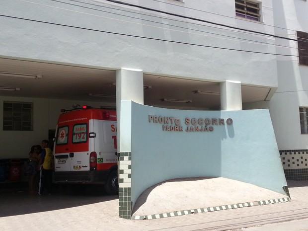 Menino de cinco anos foi levado para o Pronto Socorro da Santa Casa. (Foto: Nicole Melhado / G1)
