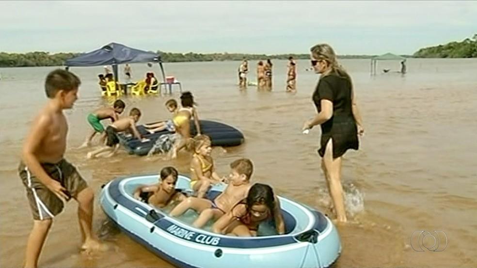 Praia de Formoso do Araguaia terá torneio de futebol de areia (Foto: Reprodução/TV Anhanguera)