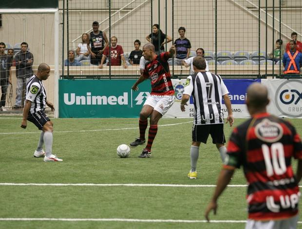 Junior Baiano showbol Flamengo (Foto: Ricardo Cassiano/Divulgação)