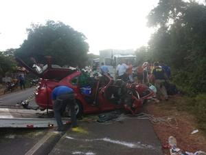 Cinco pessoas morreram no acidente  (Foto: Felipe Pereira/ TV Clube)