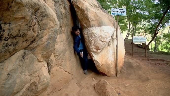 Será que o Nick consegue passar pela Pedra dos Pecados? (Foto: Divulgação / TV Gazeta ES)