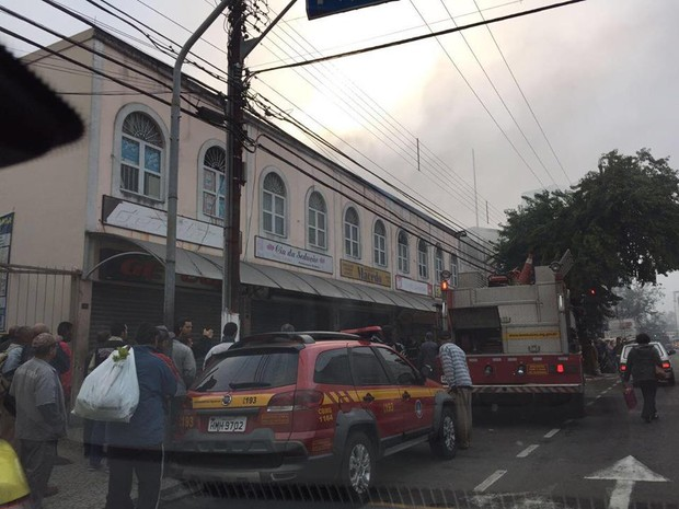 Incêndio lanchonete Juiz de Fora (Foto: Cláudia Oliveira/G1)