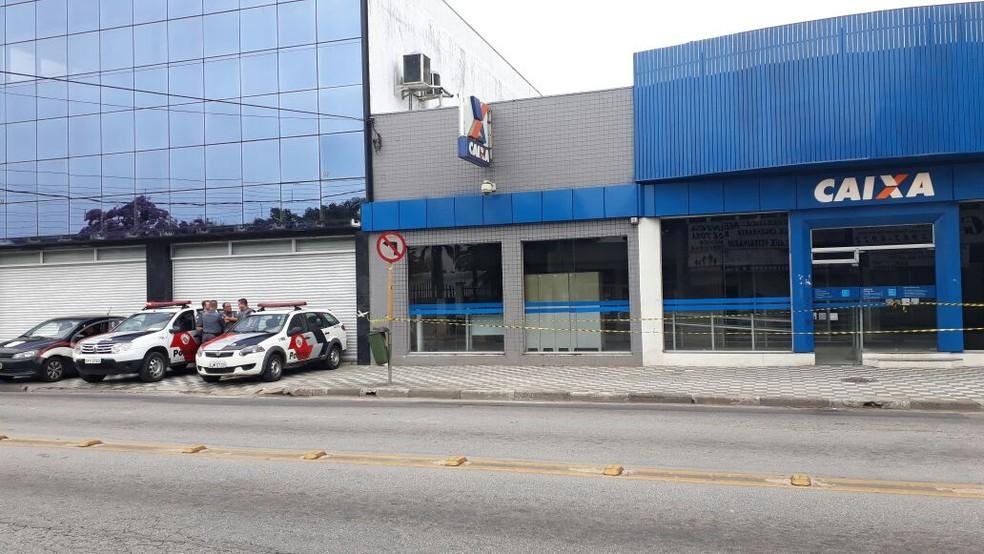 Criminosos invadem agência bancária em Jacareí (Foto: Lucas Rangel/TV Vanguarda)