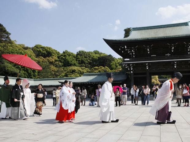 Cerimônia de casamento tradicional no temple Meiji Jingu, em Tóquio (Foto: Koji Sasahara/AP Photo)