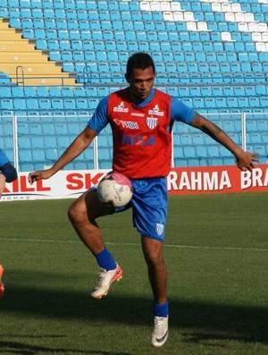 Fábio Santos volta a treinar entre titulares do Avaí (Foto: Alceu Atherino / divulgação Avaí)