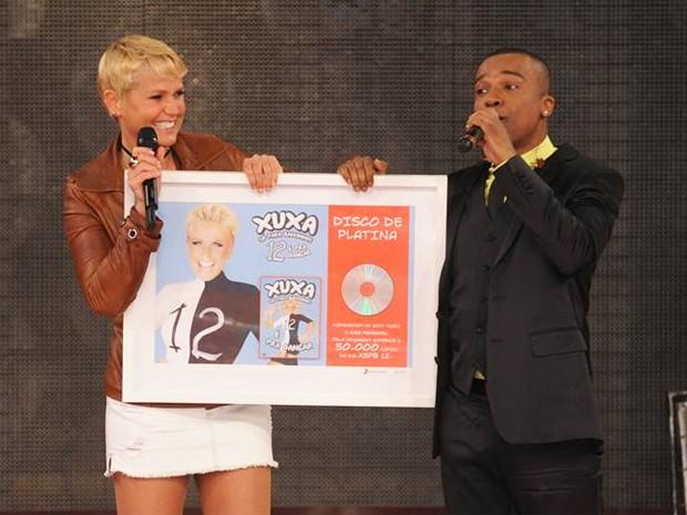 Xuxa recebe prêmio (Foto: Divulgação/Xuxa Produções)