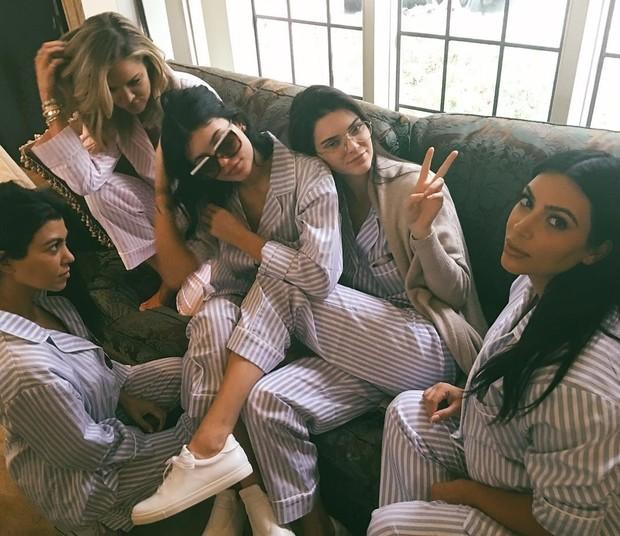 Todas as Kardashians (Foto: Reprodução / Instagram)