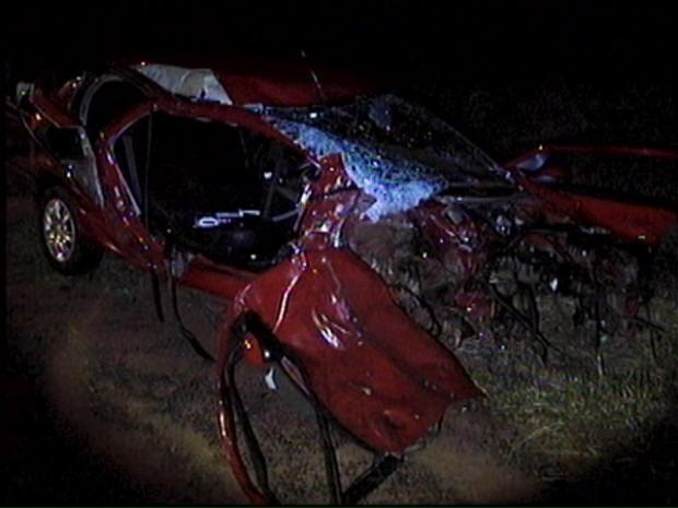 Acidente deixa quatro pessoas mortas na SP-255 em Coronel Macedo (Foto: Reprodução/ TV TEM)
