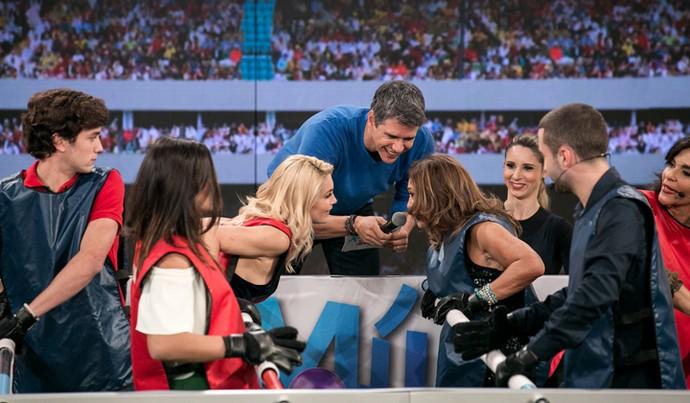 Flávia Alessandra e Susana Vieira se encaram no início da prova (Foto: Isabella Pinheiro / Gshow)