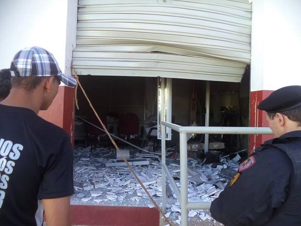 Mais um caixa eletrônico foi explodido no Norte de Minas (Foto: Lara Costa )