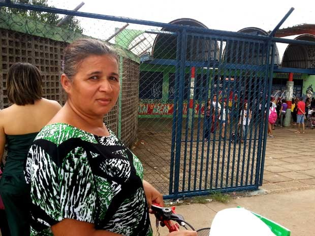 A autônoma Maria José Rodrigues Mendonça, que tem uma filha de 11 anos que estuda na escola classe 113 (Foto: Raquel Morais/G1)