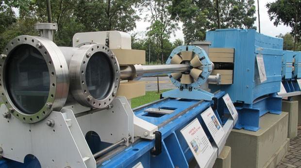 Dentro da proteção de concreto, essa é a estrutura do acelerador (Foto: Tadeu Meniconi/G1)