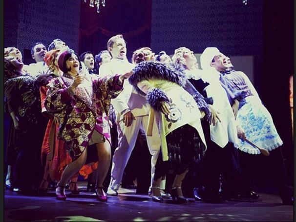 Ao todo são 25 atores em cena e 15 músicos na orquestra (Foto: Divulgação)