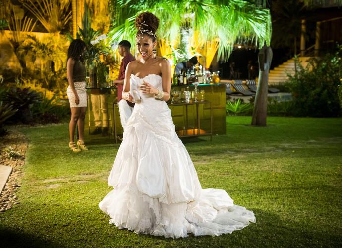 Taís Araújo arrasa com vestido de noiva lindo em 'Mister Brau' (Foto: João Miguel Junior / TV Globo)