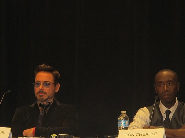 Robert Downey Jr. e Don Cheadle, atores de 'Homem de ferro 3', no painel sobre o filme na Comic-Con 2012, neste sábado (14) (Foto: Gustavo Miller/G1)