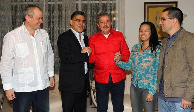 Da esquerda: médico, chanceler Elias Jaua, Lula, Rosa Virginia (filha de Chávez) e o marido dela, Jorge Arreaza (Foto: Ricardo Stuckert/Instituto Lula)